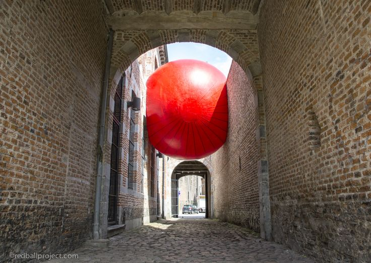 Maison des Villes Partenaires, RedBall Mons, Artist: Kurt Perschke, Photographer: Brittany Worgan #redballproject