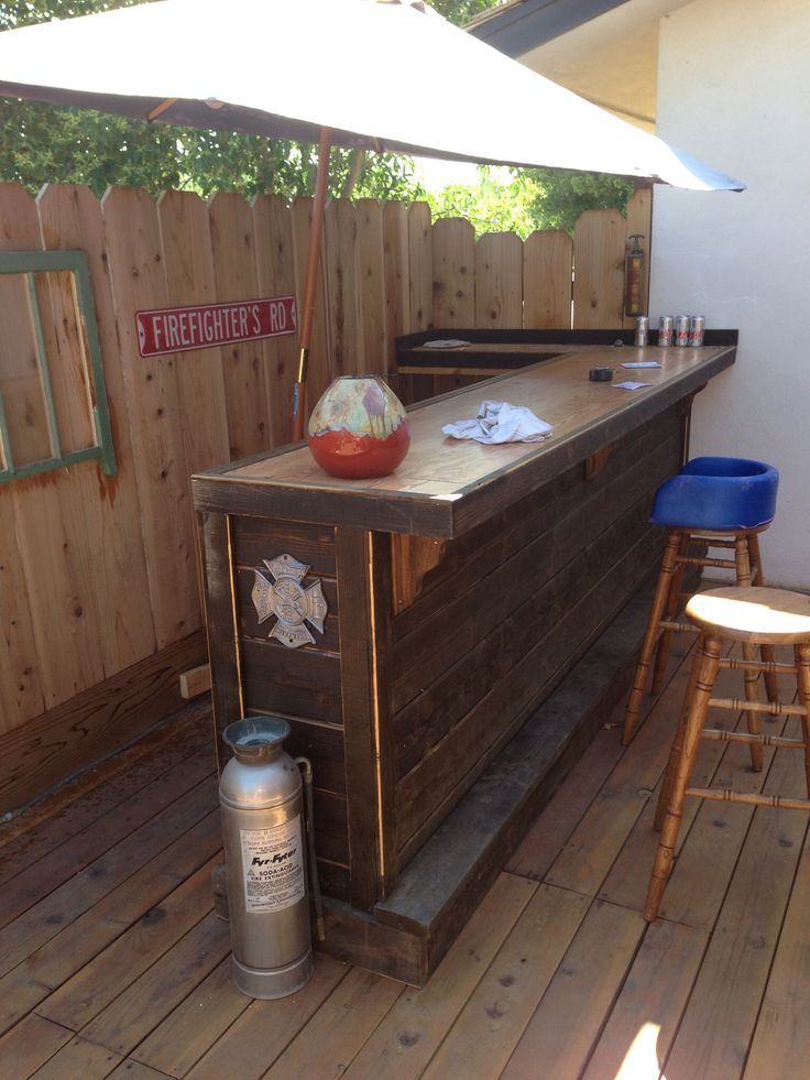Good idea for small bar in the corner of the deck pool for Small corner bar designs