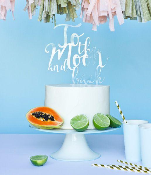 'To the moon and back'... romantyczny topper na Wasz ślubny tort :)  o kupienia w sklepie internetowym Madame Allure!