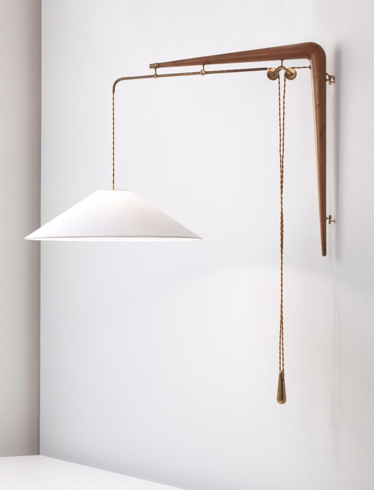 GINO SARFATTI, Adjustable wall light, model no.137, c.1938-1942. Material tubular brass, brass, walnut and paper. Manufactured by Arteluce, Italy. / Phillips