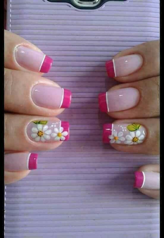 Uñas frances rosa y flores blancas