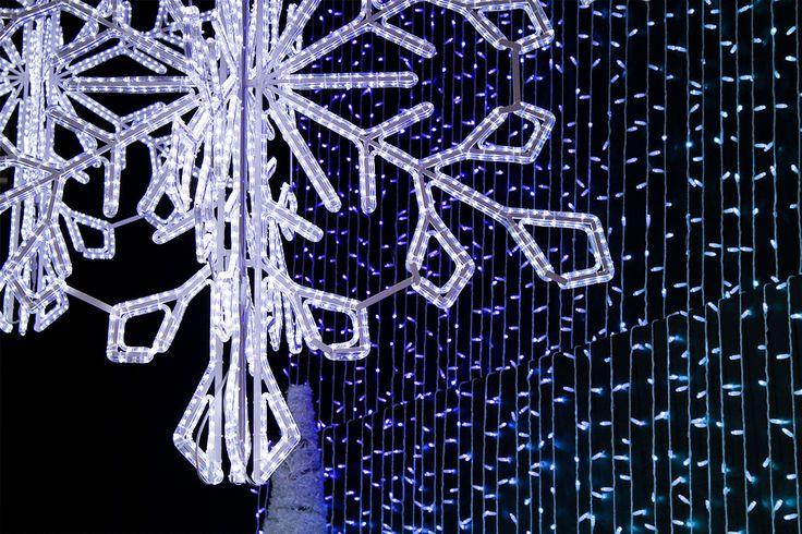 'Majesty 190' with flashing LED  rope light // © Idolight