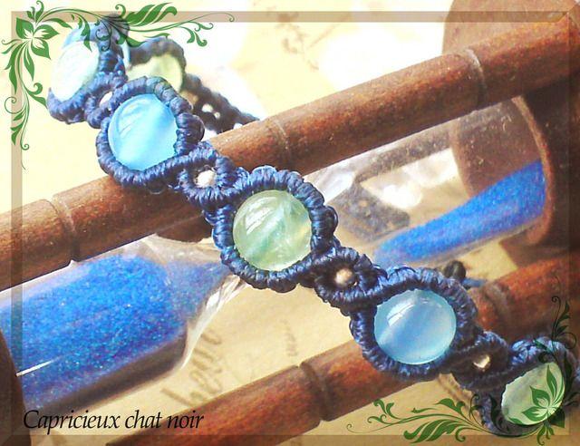 カレンシルバーと石のマクラメブレスレット(紺青/シーブルーカルセドニー・プレナイト) | 「Capricieux chat noir」