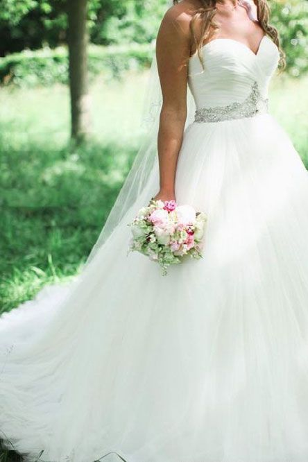 This is cool! I am looking through wedding dresses and im soo extremely picky!!!