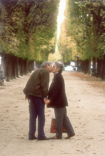 Elderly couple kissing in the garden of Luxemburg