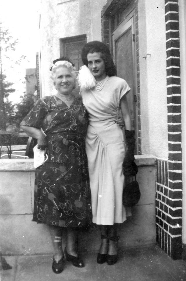 LOVE <3.1940S Beautiful Dresses, Vintage Photos, 1940S Women, 1940S Fashion, Vintage Fashion, Nyc 1940, C 1940S Lady, Vintage 1940S, Amazing Dresses