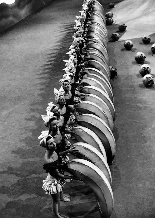 Banana-wielding chorus girls on the set of Busby Berkeley's #Hollywood_Musicals