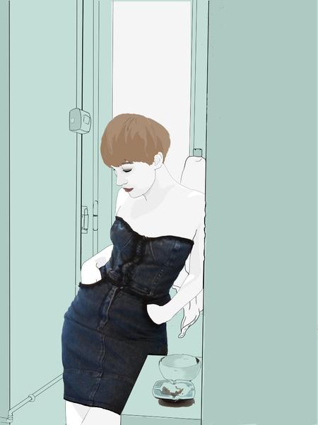 Abito  di Moschino metà anni 80.  Jeans elasticizzato, rifinito con passamaneria nera. Busto con scollo a cuore, senza spalline e chiusura a botton...
