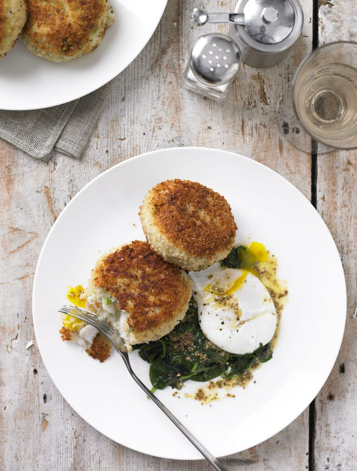 Smoked haddock fish cakes with spinach and poached egg