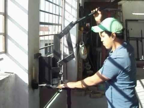 maqmex video de ponchadora para hacer horificios en lamina - YouTube