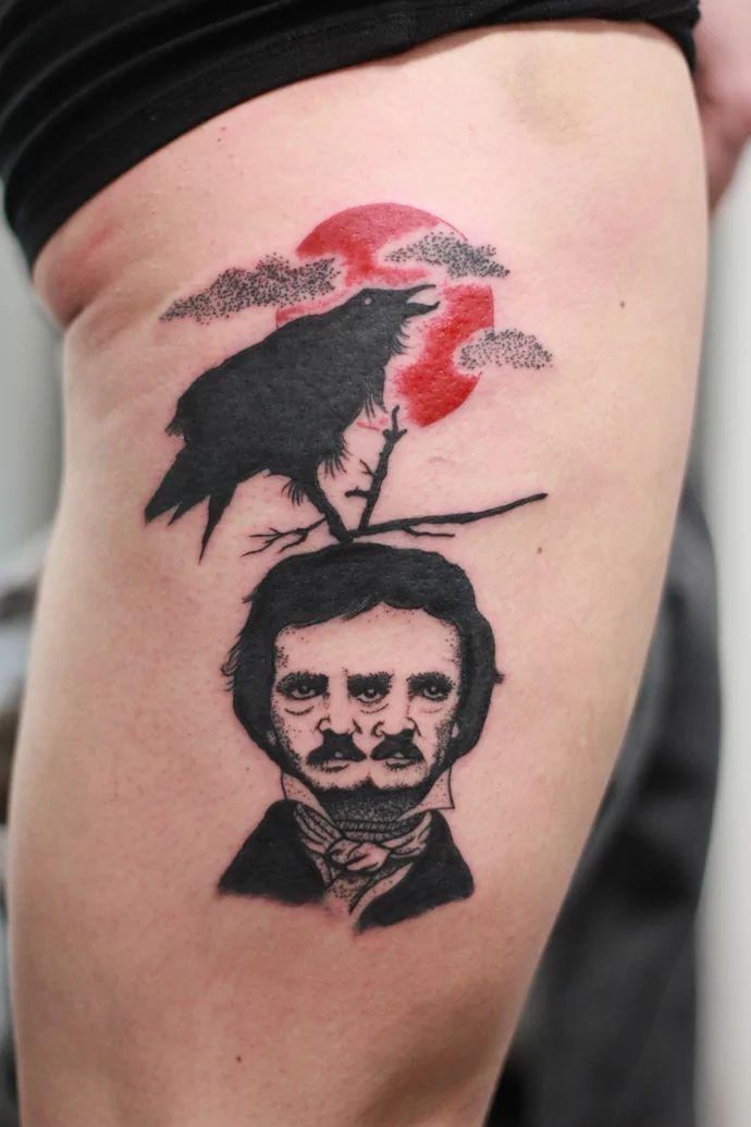 Tatuagens literárias já são um sucesso faz algum tempo. Desde frases de livros, até os próprios livros espalhados pela pele, são sempre opções interessantes para leitores tatuados. Agora, tatuagens mais especificamente relacionadas aalguns livros ou autores vem se tornando cada vez mais populares, e esse é o caso do cada vez mais pop Edgar Allan [...]