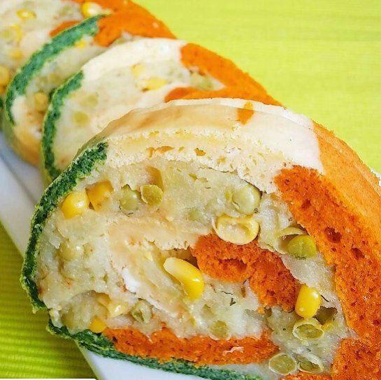 En güzel mutfak paylaşımları için kanalımıza abone olunuz. http://www.kadinika.com @cafefraise  Patatesli rulo pasta yapmak isteyenlere gelsin  Patatesli (tuzlu)rulopasta Tarifi :  6 adet yumurta. 6 y.k hakiki zeytinyağı. 3 y.k krema. 6 y.k un. 3 t.k düzleme kabartma tozu. Tuz.  Renkleri için : 2 y.k ıspanak püresi.  2 y.k kırmızı toz biber. Yarım beyaz peynir.  Içi için: 4 büyük harşlanmış ve rendelenmiş patates. 150 gram bezelye. 150 gram mısır. Mayonez. Hakiki zeytinyağı. Tuz. Karabiber…