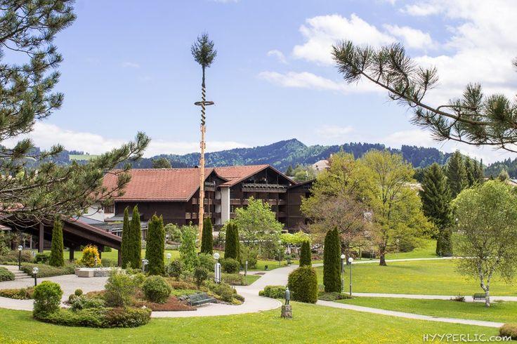Außenansicht vom Kurpark auf das 4 Sterne Hotel Lindner Parkhotel & Spa in Oberstaufen im Allgäu
