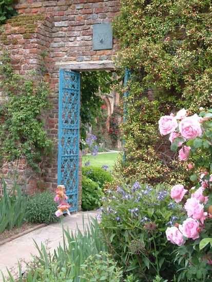 Front Courtyard, Sissinghurst Garden