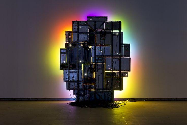 David Batchelor, Magic Hour, 2004-2005, cajas de,luz, lámparas fluorescentes, láminas de acrílico, soporte de acero, cables, 308 x 262 x 18 cm. Cortesía del artista