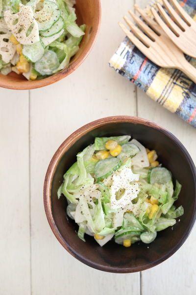 れんこんのシャキシャキ食感を活かしたサラダ。下茹ですることで、変色も防げます!常備菜にしてお弁当にもGOODです♪
