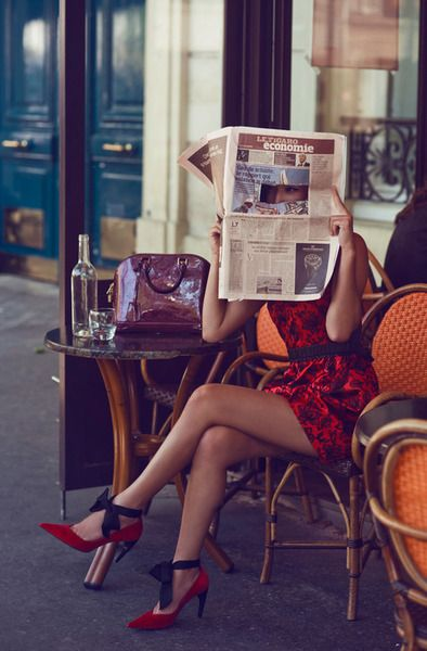 My alternate reality: wearing heels and eating lunch at cafés in Europe every day <3