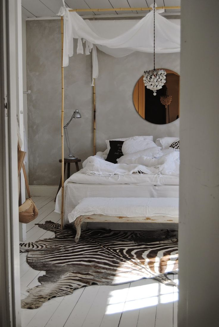 Four peter bed, whitewashed floors and zebra rug || Scandinavian style