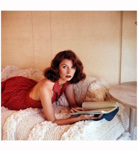 Suzy Parker 1957 Photo Allan Grant lounge