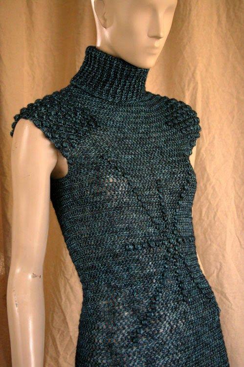 Esta piezaempezó con una idea diferente: tenia que ser un body. Terminó siendo un vestido (mis musas me a veceslían). Con este material y ...