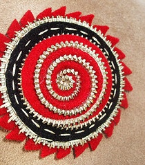 http://www.flickr.com/photos/woolly_fabulous/page10/: Con Zippers Fieltro, Crafts Ideas, Zippers Felt, Zippers Art, Felt Crafts, Zippers Crafts, Crafts Sewing, Felt Flowers, Fabrics Art