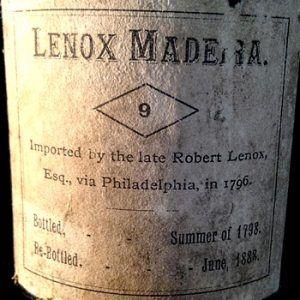 vinjournalen.se -   : Madeira importerad 1796 till USA hittad i källare |  Foto: Liberty Hall Museum En av de största samlingarna av gammal Madeira från 1700-talet hittades nyligen i en källare vid ett restaureringsprojekt på Liberty Hall Museum i New Jersey. Fyndplatsen Liberty Hall är ett registrerat nationellt historiskt landmärke och en del av Kean... https://www.vinjournalen.se/nyheter/2017/07/22/madeira-importerad-1796-till-usa-hittad-kallare/