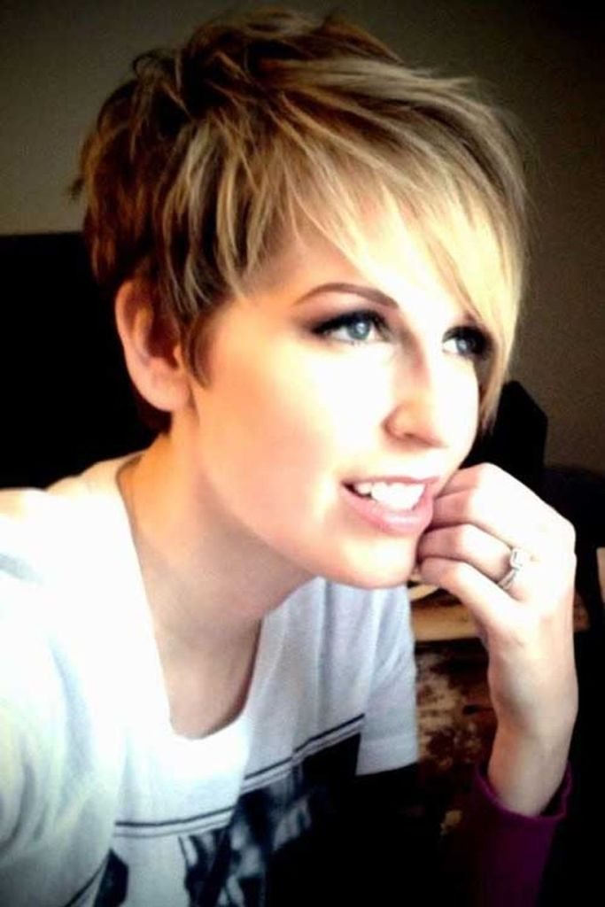 Funky short pixie haircut with long bangs ideas 11