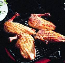 Egy finom Csirkecomb zöldfűszeres vajjal  ebédre vagy vacsorára? Csirkecomb zöldfűszeres vajjal  Receptek a Mindmegette.hu Recept gyűjteményében!