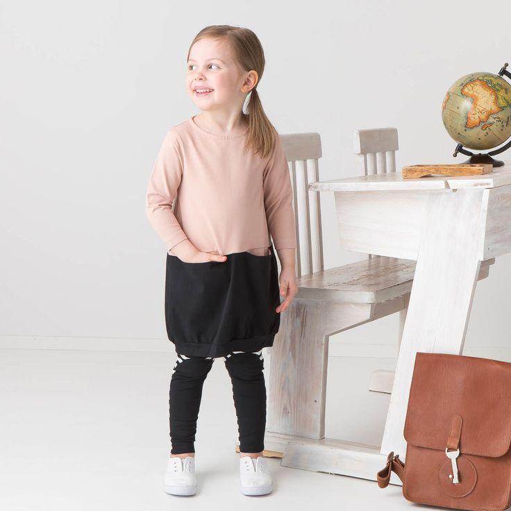 KIVA lasten tunika, puuteriroosa - musta | NOSH verkkokauppa | Tutustu lasten ja naisten alkusyksyn 2017 kausimallistoon. Ihastu lastenvaatteiden suosikkeihin uusissa väreissä, ja naistenvaatteiden uusiin malleihin. Tilaa omat tuotteesi NOSH vaatekutsuilla, edustajalta tai verkosta >> nosh.fi (This collection is available only in Finland)