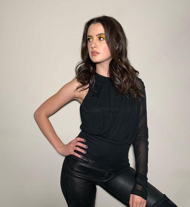 Laura Marano in 2020 Laura marano, Marano, Celebrities
