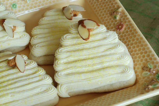 Bee cookies ~ love the almond wings :)