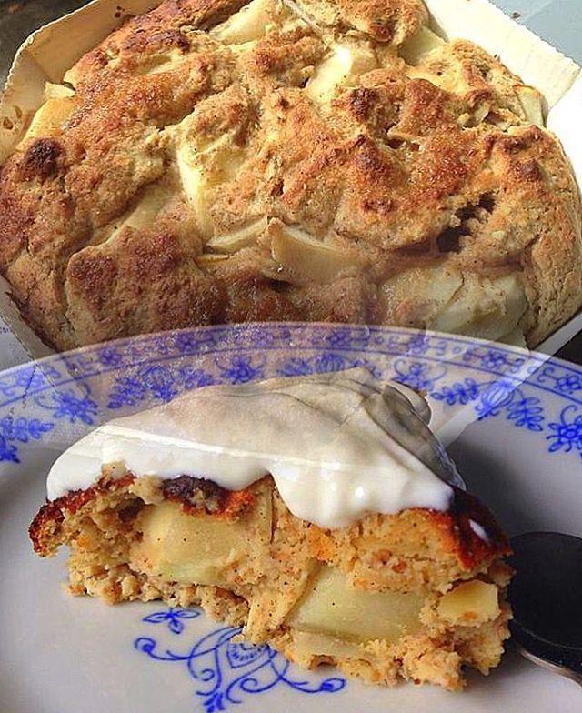 Jeg savler nærmest ved tanken om denne her pæretærte. SUND pæretærte, som du overhovedet ikke kan smage er sund. Gav det mening? Ouhaaa den er så lækker. Jeg må snart lave den igen! Opskriften er allerede på bloggen