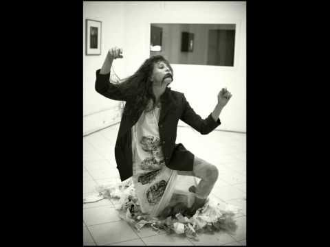 """""""Scrivere il corpo"""": documentazione fotografica della performance Balena/o al SiFestOff 2010"""