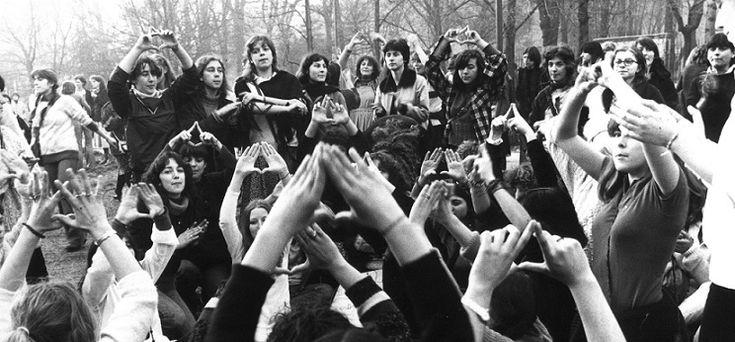 """Nonostante sia abbastanza diffusa l'idea che la rivoluzione dei costumi del 1968 abbia """"liberato"""" la donna, attraverso l'aborto, il divorzio… non tutti la"""
