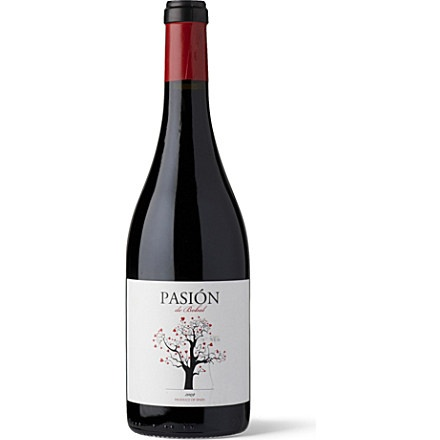 Bobal is a red grape variety that is native to Utiel Riquena near Valencia in Spain, the grapes for this wine come from vines that are between 20 and 60 years old. It is a light, juicy red wine with lots of soft red fruits and a touch of spice from spending eight months in French oak.
