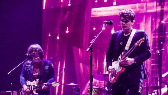 """John Mayer e Ryan Adams tocam """"Come Pick Me Up"""" juntos em show #Brasil, #Disco, #M, #Noticias, #Show, #Sucesso, #Youtube http://popzone.tv/2017/04/john-mayer-e-ryan-adams-tocam-come-pick-me-up-juntos-em-show.html"""