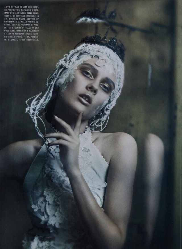 Vogue Italia Couture Editorial The Haute Couture, September 2011 Shot #18