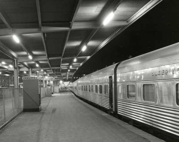 Southern Aurora Platform 1 Spencer Street Station Melbourne Australia By Wolfgang Sievers