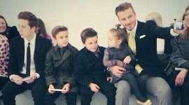 David Beckham dan Robbie Williams merupakan dua selebriti yang menjadi duta Unicef. Kepedulian mereka terhadap anak-anak sangatlah besar. Maklum, David Beckham adalah ayah dari empat orang anak. Sedangkan Robbie Williams bersiap-siap untuk menjadi ayah untuk kedua kalinya. Lengkapnya di http://on-msn.com/1pH8d6Q
