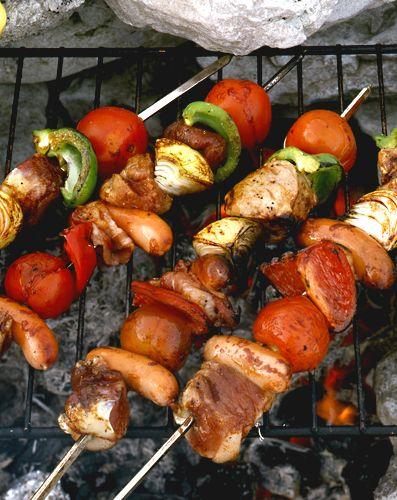 Grillspett med fläskfilé och bacon   Recept.nu