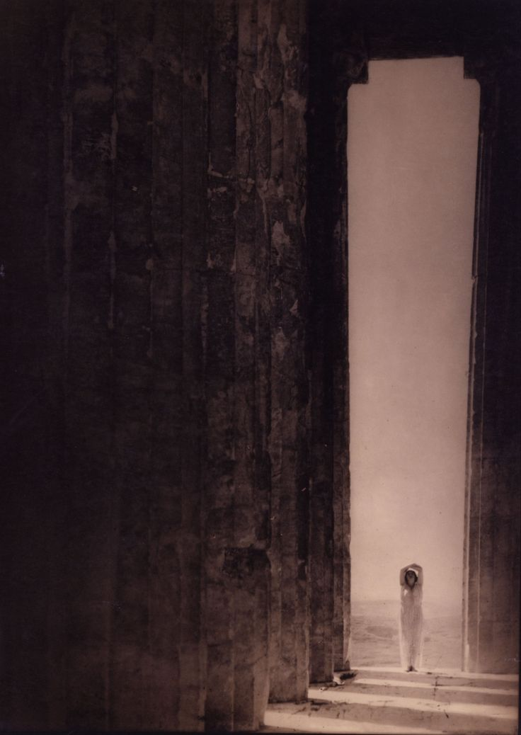 Edward_Jean_Steichen_-_Isadora_Duncan_in_the_Parthenon,_Athens_-_Google_Art_Project.jpg (3953×5576)