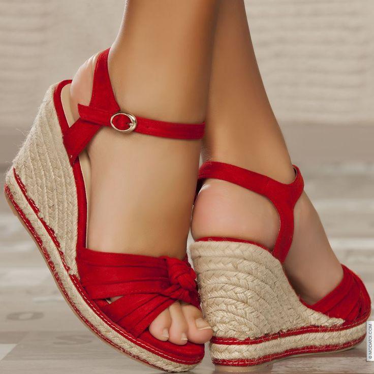 Sandales compensées rouge femme talons de 11 cm taille 37, en vente sur la boutique en ligne Modatoi. Achetez en ligne des ch
