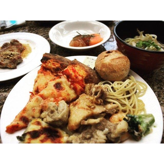 ゴールデンブュッフェ♡  ご馳走様でした。  #ルネッサンスリゾート沖縄 #セイルフィッシュカフェ #renaissance #sailfishcafe #ポークステーキ #porksteak  #盛り付け雑 #肉 #lunch #4月