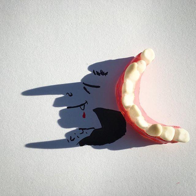 Sucker #halloween #happyhalloween #vampire #teeth #blood #tracks #nobelprize #dracula #romania #belalugosi #timburton #movie #illustration #art #doodle #shadow #shadowology #art #instaart #photo #toy #nose #etsy #inktober #sketch #dentist #arts_help #twilight #vampirediaries