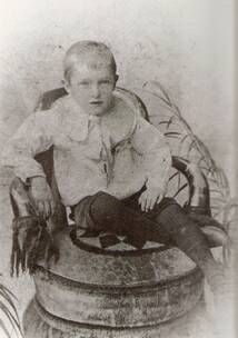 Stan Laurel as a 5y4 old child.