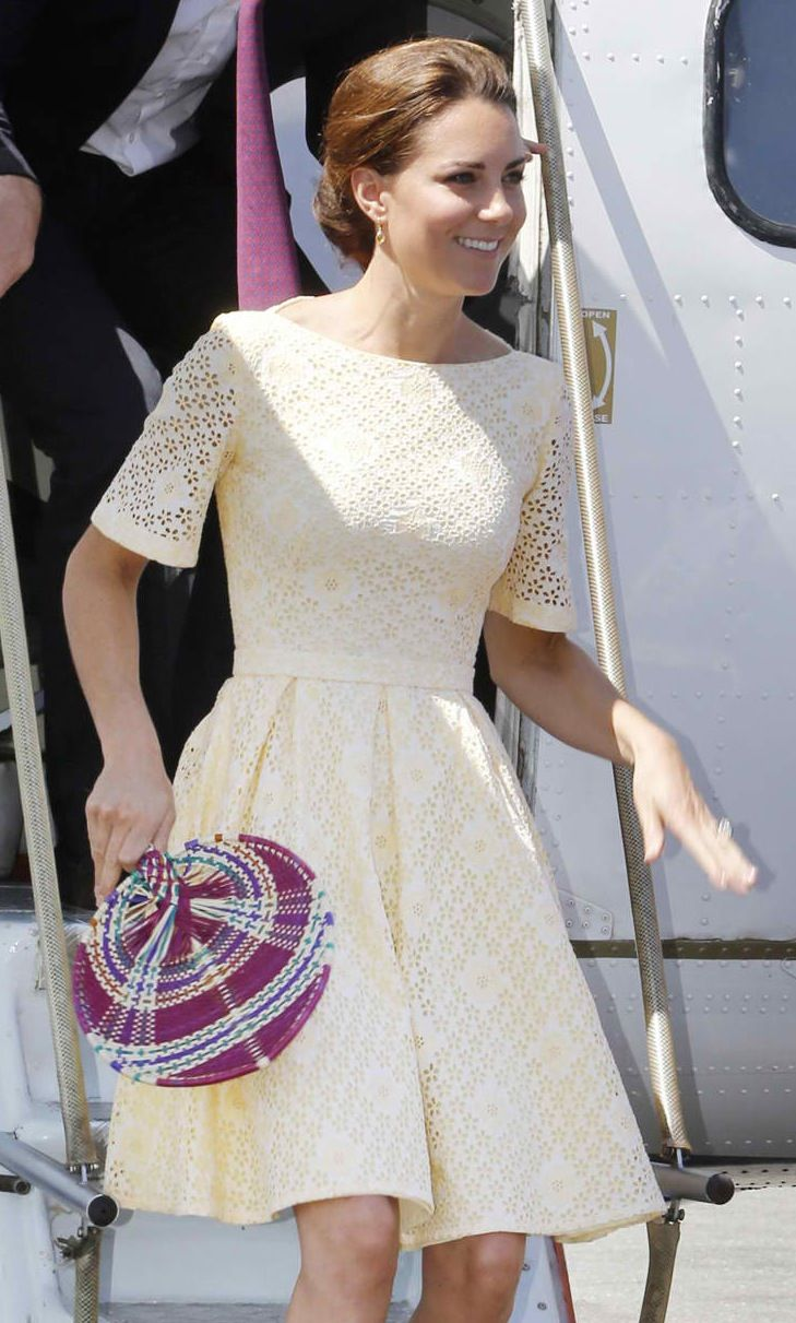 I've been into dresses like these (with lace). Can wear it to work, weddings, showers, lunch with the ladies, etc. Simple and elegant.: Summer Dresses, Duchess Of Cambridge, Fashion, Prince Williams, Katemiddleton, Kate Middleton, Middleton Style, Yellow Dress, Photo