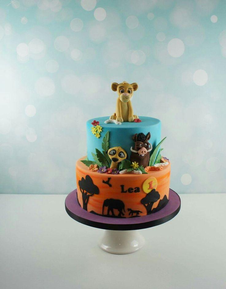 Løvernes Garde etager fødselsdagskage med håndlavet sukker figurer. Læs mere om vores bestillings muligheder på www.bakemydaydk.com