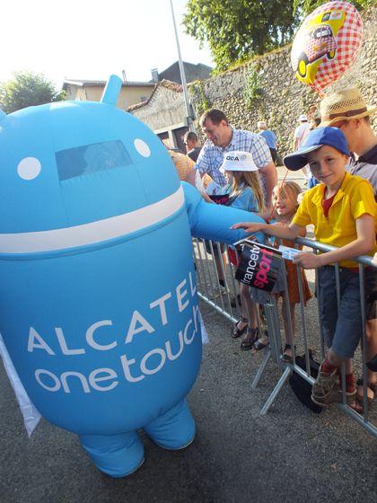 ALCATEL ONE TOUCH: Patrocinador en el tour de Francia. Frescura, diversión, deporte, disciplina, pasión: actitudes ONE TOUCH que traemos hasta ti!
