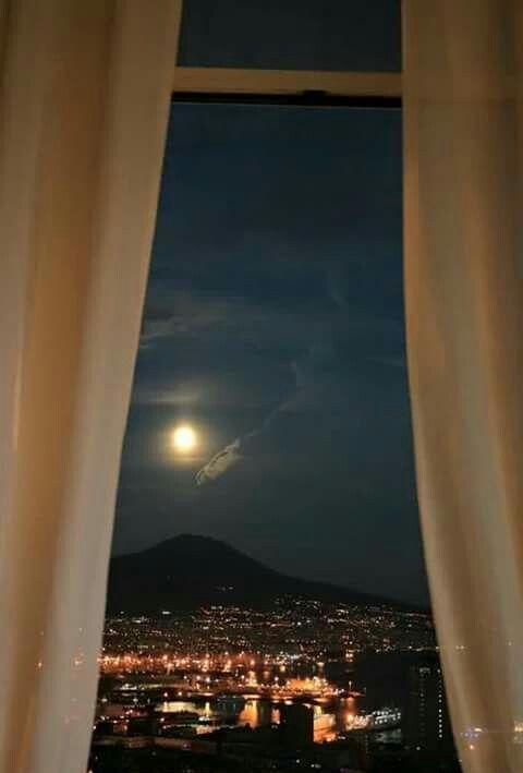 È ora di spegnere le luci. Ci penserà la luna ad illuminare il mio paradiso.  Buonanotte mia amata