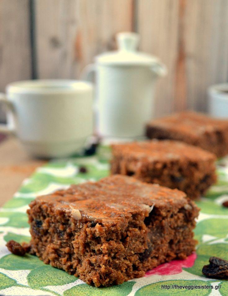 Vegan glazed raisin cinnamon cake: highly addictive! I am warning you!